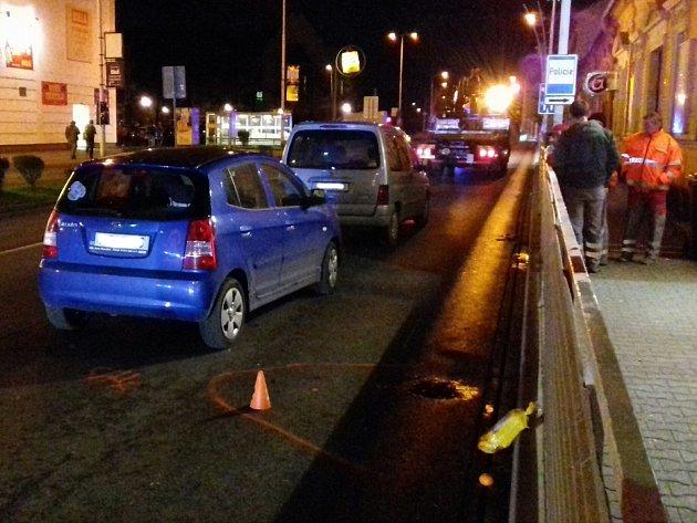 V Kleinerově ulici v Kladně srazilo auto chodce.