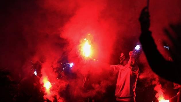Fanoušci přišli před stadion oslavit postup do extraligy //Rytíři Kladno - HC Dukla Jihlava 5:2, Finále play off první hokejové Chance ligy - 7. zápas, STAV 4 : 3 Kladno postupuje