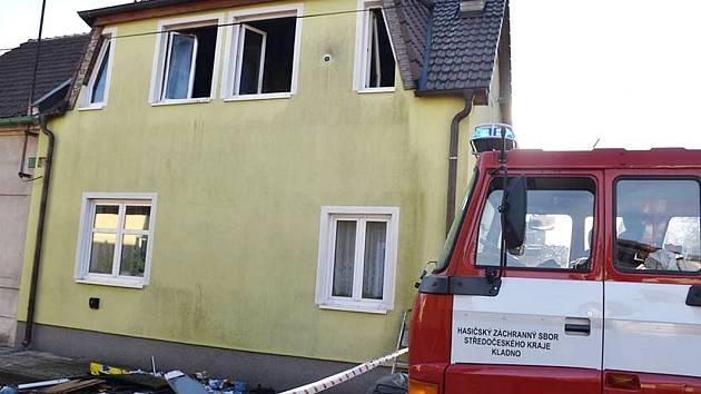 V DOMĚ ZAČALO hořet patro, škoda je 350 tisíc.