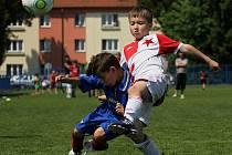 Ze souboje Slaný (v modrém) - Slavia Praha (2:2).