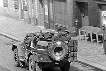 Okupační vojska projíždějí Kladenskem.
