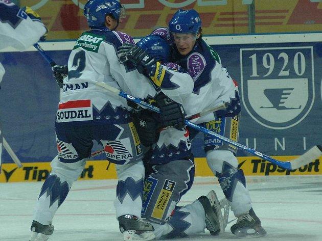 Marek Čurilla (vpravo) si zahrál proti svému bývalému spoluhráči, dnes ústeckému zadákovi Jiřímu Zemanovi (vlevo).