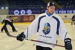 Pojď hrát hokej v Kladně, akce Rytířů pro nejmenší adepty hokeje se zúčastnily i kladenské hvězdy minulosti i současnosti Ondřej Pavelec, Jan Neliba, Radek Gardoň nebo Petr Vampola. Tady je Adam Brízgala