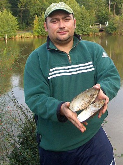 Unikátní škeble rybniční mají v kokovickém rybníku namále. Podaří se je místním zachránit?