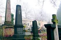 Slaný. Hrob Edvarda hraběte BARCLAY DE TOLLY. Premier leutnant ruské císařské gardy. Jeho hrob je vzpomínkou na napoleonské války.
