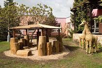 Přírodní zahrada školy Na Vyhaslém představuje všechny kontinenty.