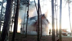 Myslivecká chata v Libovici málem lehla popelem