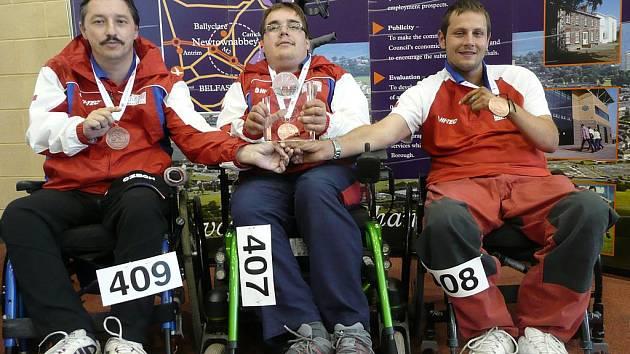 Úspěšní hráči boccie. Zleva: Leoš Lacina, Radek Procházka (oba TJ Léčebna Košumberk) a Petr Hubalovský (TJ Spastic Sport Praha).