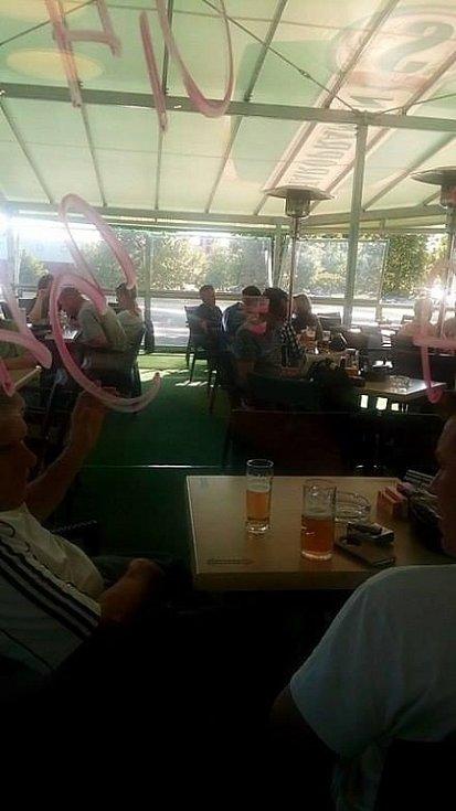 První hodiny platnosti protikuřáckého zákona. Sportbar Václavák Kladno kolem 17. hodiny