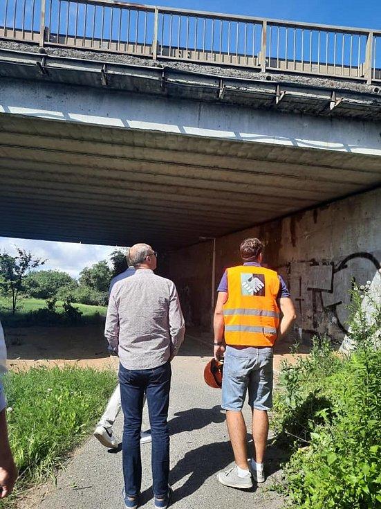V Kladně začali s opravou mostu, potrvá osm měsíců. Foto: KSÚS