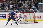 Kladno (v modrém) porazilo na úvod sezony Benátky 3:2 v prodloužení. Nájezd P. Hořavy skončil v první třetině na tyči.