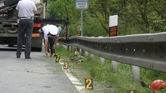 Při dopravní nehodě za Nouzovem zemřel jeden člověk.
