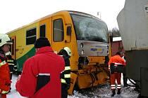 Při ranní nehodě na nádraží v Kamenných Žehrovicích dopadla vlaková souprava vcelku dobře. Zranění cestující jsou na tom hůř