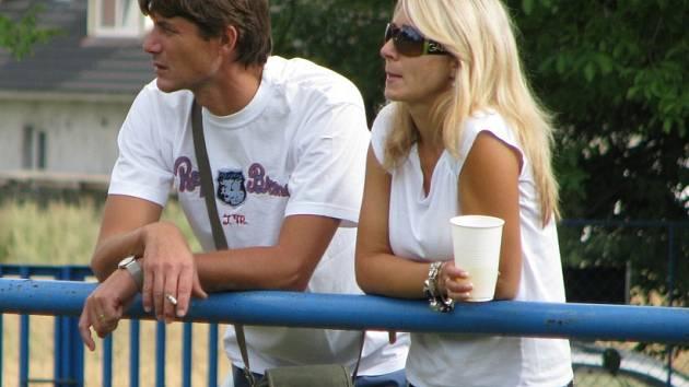 Dokeský brankář Josef Zlata s manželkou Renatou, ta sleduje většinu jeho zápasů naživo