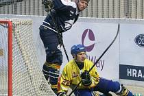 Ani Tomáš Kudela (v modrém) porážce Kladna nezabránil.