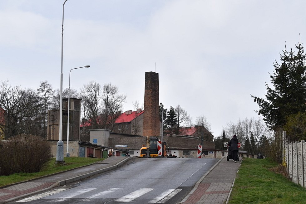 Práce na silnicích v Kladně na Bressoně.