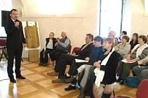 Slánské rozhovory v refektáři kláštera Bosých karmelitánů.