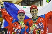 Zlatí medailisté z MS v inline hokeji - Jan Novotný (vlevo) a Patrik Balcar