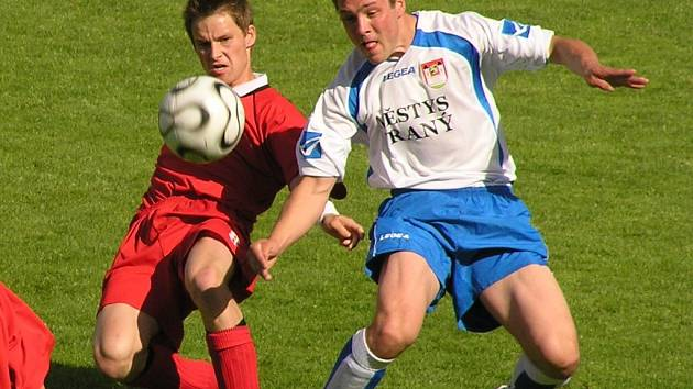 Michal Peroutka (vlevo) podal na beku výtečný výkon a dokonce skóroval.