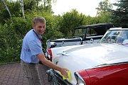 V rámci Veteran rallye Kladno byla na silnicích k vidění třicítka historických vozidel.