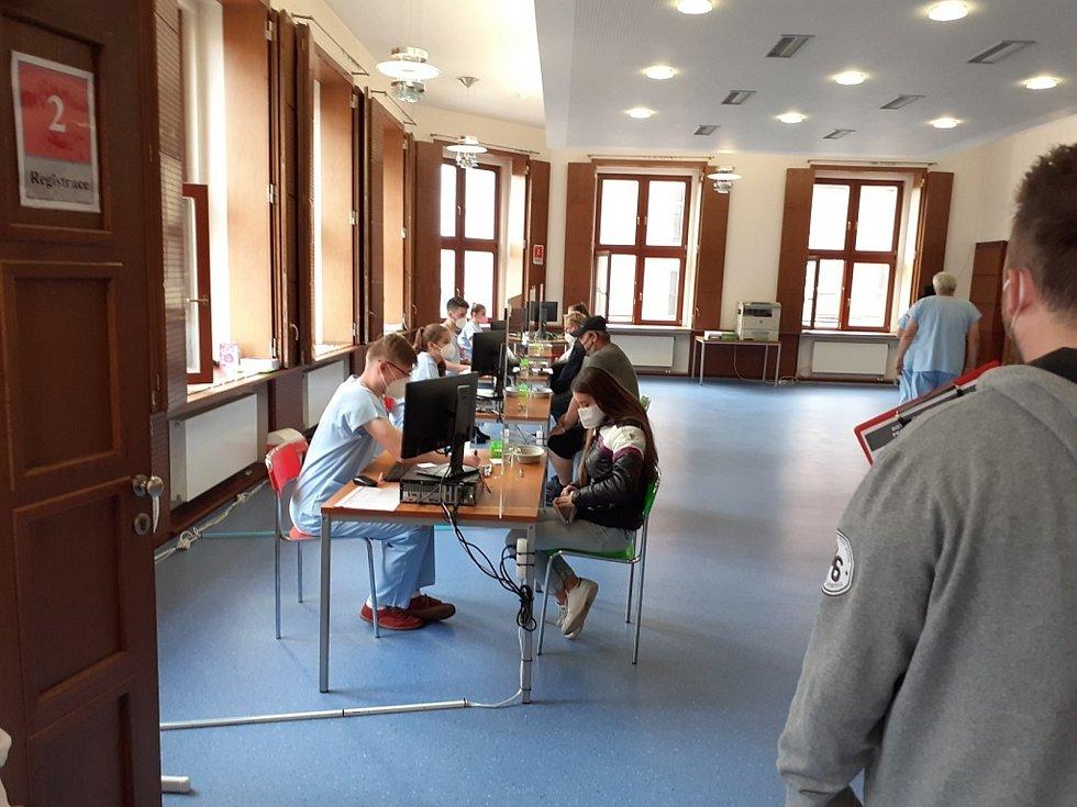 Velkokapacitní očkovací centrum ve Slaném.