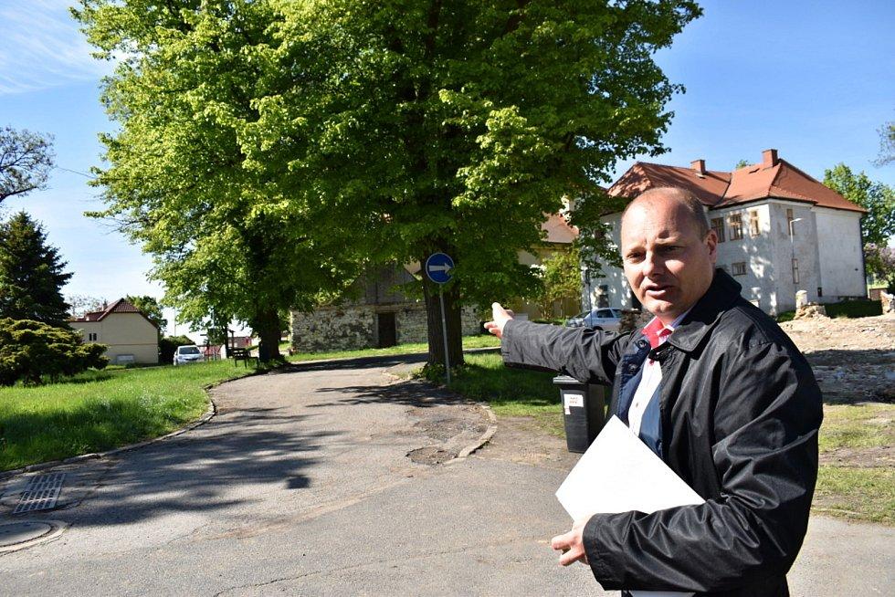 Úterní Stromojízda ve Stochově za účasti ambasadorek ankety Strom roku.