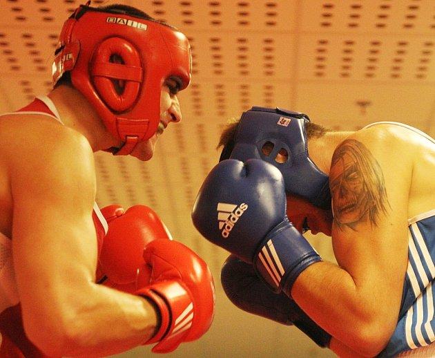 BOX: Napínavý prvoligový souboj. Vítězně nakonec borci z Děčína.
