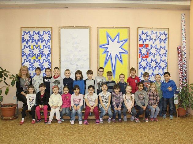 Žáci I. B ze 4.ZŠ Kladno spolu střídní učitelkou Janou Němcovou. Foto: Jan Brabec