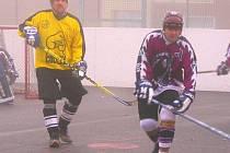 Slánský Adamov (vlevo) i Tyburec z Moribundusu se trefili, ale spokojenější byl kladenský útočník, jeho tým poprvé v sezoně vyhrál.