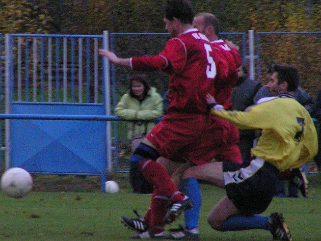 Jan Nachtigal (vpravo) přihrál na první gól Petru Maňkošovi.