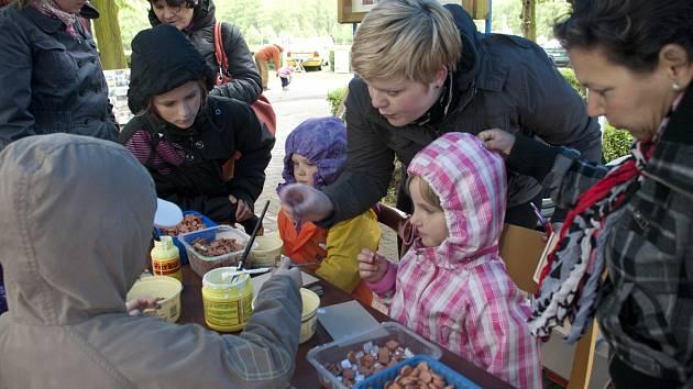 S NEPŘÍZNIVÝMI PODMÍNKAMI se museli minulou neděli vypořádat i organizátoři Dětského dne z kladenského Labyrintu.