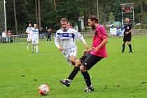 Tatran Rakovník (v růžovém) doma podlehl Kladnu na na penalty 0:1.