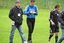 Kamarádi Vlastimil Hrubý (vlevo) a Josef Zlata spolu hrávali za Dobrou, v neděli ale stáli proti sobě. A měli o čem vykládat.