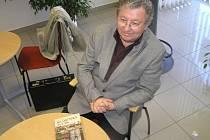 Kladenský kronikář a spisovatel Jaroslav Vykouk ml. napsal další knihu - Kladenský uličník.