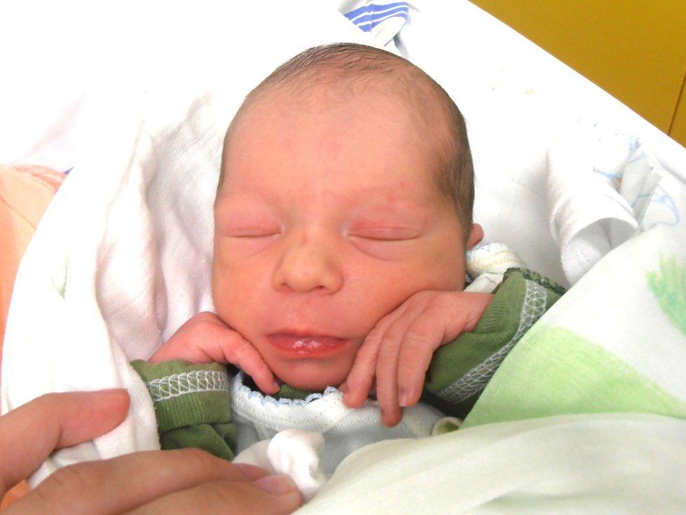 DANIEL RŮŽEK, Kladno. Narodil se 26. června 2016. Váha 3,05 kg, míra 50 cm. Rodiče jsou Vendula Šaková a Jan Růžek (porodnice Slaný.)