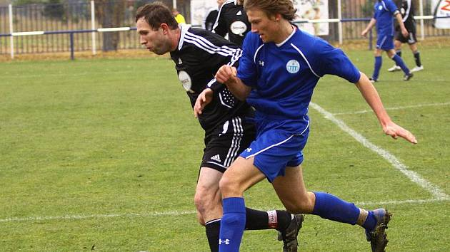 Mladičký Tomáš Andruchovič (v modrém) pravidelně nastupuje na stoperu v sestavě Čechie.