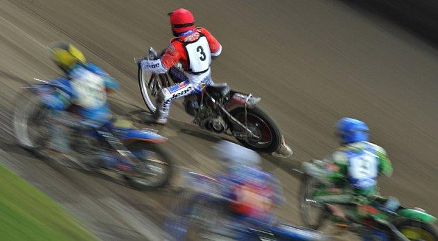 Matěj Kůs z Olympu (3)  byl nejlepším jezdcem vítězů 1. kola extraligy plochodrážních družstev.