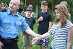 Děti z Vitry sur Seine byly kromě dalších míst také v Kladně na cvičišti U Zvonečku, kde je pobavily ukázky služebního výcviku strážníků a jejich psů.