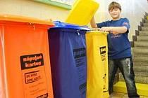 Do škol míří přes 30 tisíc popelnic na tříděný odpad.
