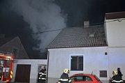 Při požáru domu v Kladně vznikla škoda 250 tisíc korun.