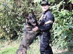 POLICISTKA JITKA JIZOVÁ a její čtyřnohý kolega a kamarád Morgan.