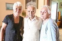 ANTONÍN ČADEK se svou dcerou a ženou. V pondělí oslavil své devadesáté narozeniny.