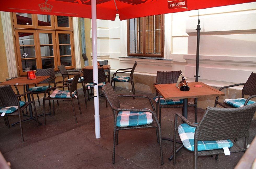 Ve středu dopoledne zely restaurace ve Slaném ještě prázdnotou. Restaurace Ungelt Slaný.