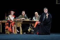 Záběry z nové divadelní hry Vínem proti pohanství aneb staročeský dekameron.
