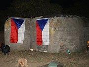 Akce Světla nad bunkry se zúčastnila řada dobrovolníků napříč republikou. Na Kladensku se lidé sešli u řopíků například ve Smečně a u Tuřan.