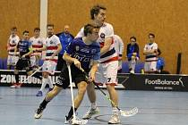 Švéd Joel Ahlin (v bílém) byl proti Karlovým Varům nejlepším hráčem Kladna
