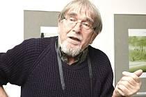 AUTOR VÝSTAVY, KIM HOUDEK, na vernisáži vyprávěl  o své práci.