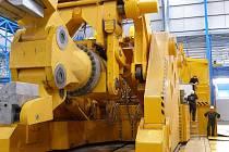 Nová kovárna je světovým unikátem. Měla by zrychlit výrobu, která bude místo tří měsíců trvat jen tři týdny. Navíc se zvýší i kapacita produkce oceli.
