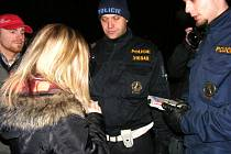 Policisté ve slánské Lokalitě odhalili 21 mladistvých, kteří požili alkohol
