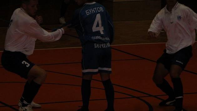 Futsalové soutěže ani v teplém počasí neskončily - pokračují Memoriálem Petra Slance.